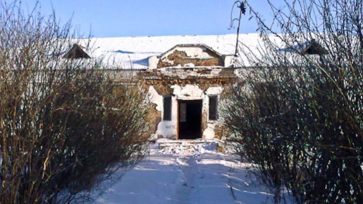 На окраине Омска снесут бывшее здание школы