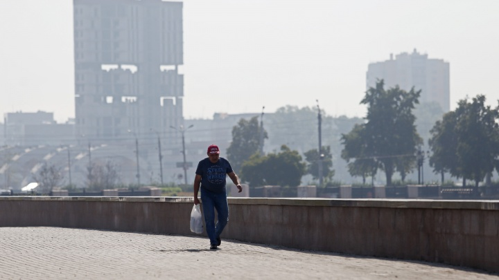 Челябинск заволокло выбросами. В Минэкологии смог объясняют туманом