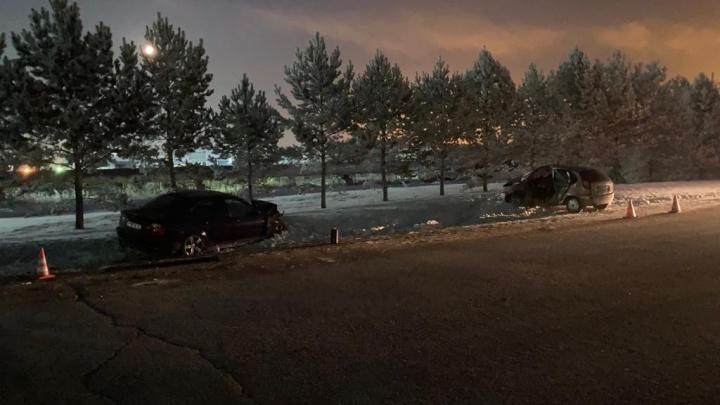 В Кемерово на Волгоградской столкнулись Lada и BMW. Один человек погиб, трое пострадали
