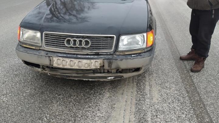 В Кургане две пожилые женщины попали под колеса машин