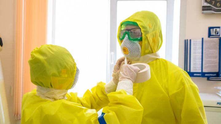 Росздравнадзор: у медиков НСО остался только недельный запас защитных костюмов. Минздрав: это не так