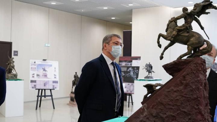 Власти Башкирии показали несколько вариантов памятника, который появится на Советской площади в Уфе