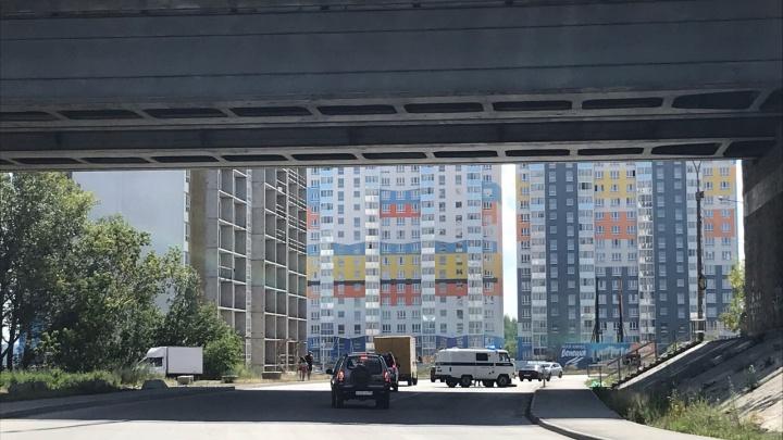 Мужчина упал с Димитровского моста в Новосибирске и разбился насмерть
