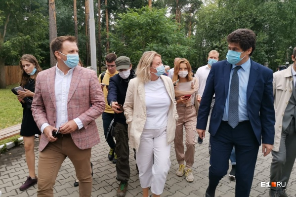 Мэр заехал в парк во время объезда Октябрьского района