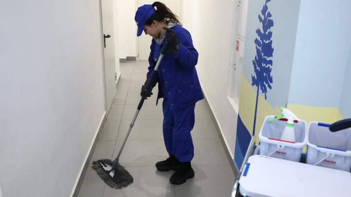 Управляющим компаниям Екатеринбурга дали указание мыть подъезды каждый день. Но денег на это нет