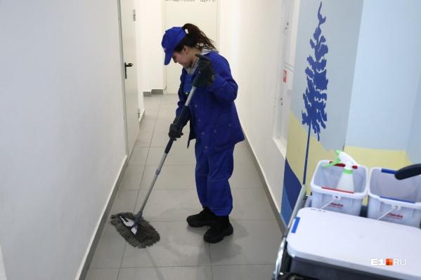 На прошлой неделе управляющая компания в Академическом показала, как нужно мыть подъезды