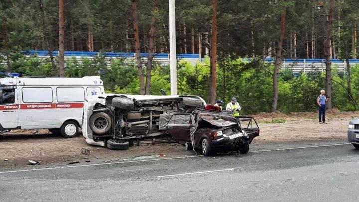 «Людей зажало»: между Матвеевкой и Нижней Ельцовкой столкнулись две машины