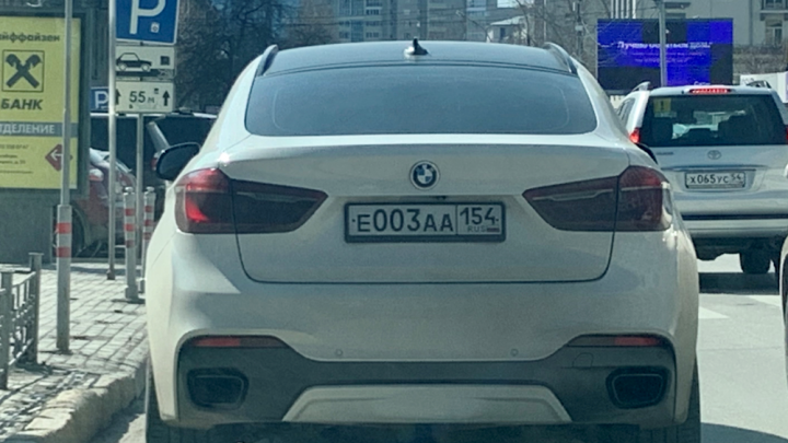 Чудаки недели: BMW 003 — плевать хотел на запрет стоянки, а другие пусть объезжают