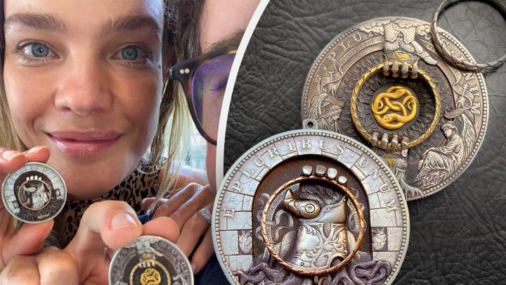 Наталья Водянова купила у екатеринбуржца уникальную монету за несколько тысяч долларов
