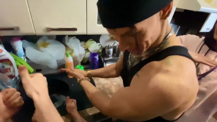 Уральские звезды сняли видео с интернет-челленджем против коронавируса. Главное — мыть руки
