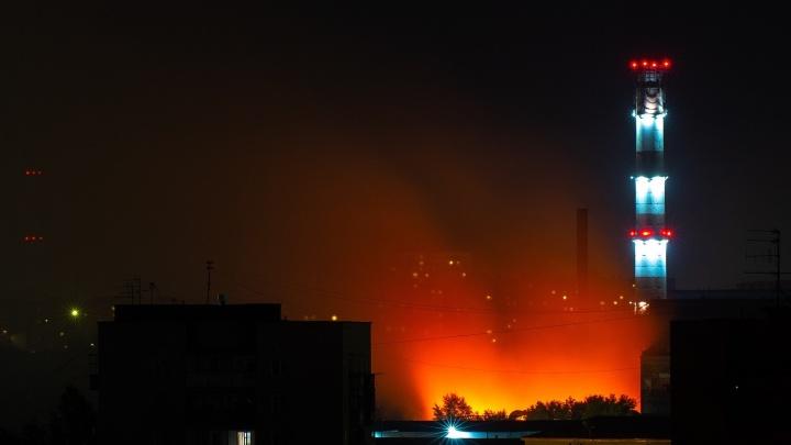 Пожарные работали на территории «Омсктрансмаша» до утра