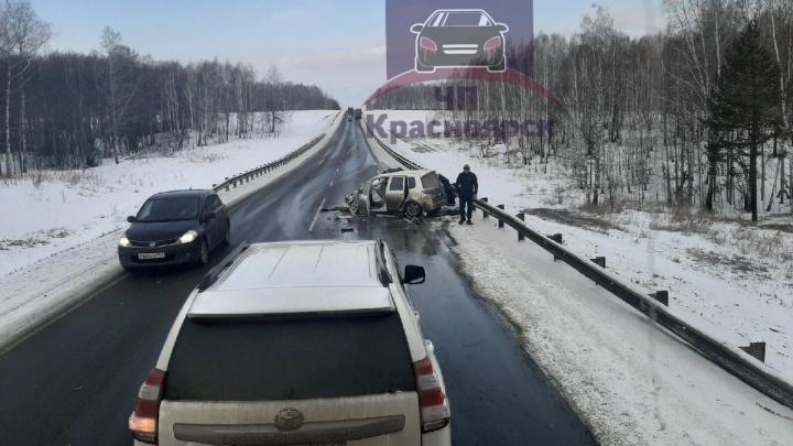 «Дорога узкая»: Mazda на загородной дороге столкнулась с фурой и ГАЗом