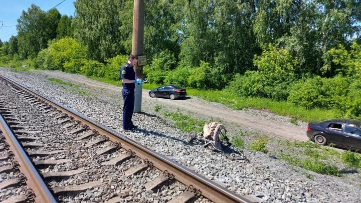 Под Тюменью поезд сбил коляску с ребенком