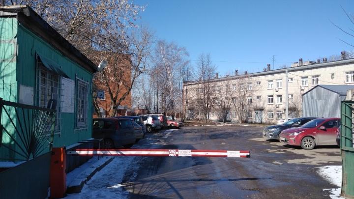 «Не выдержал, помер таракашка»: нижегородец показал, как выглядят палаты для больных коронавирусом