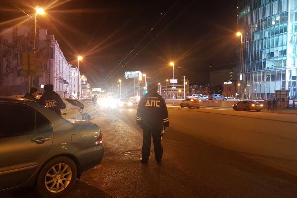 За четыре часа проверили больше сотни машин такси