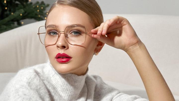 Какие очки выбрать, чтобы стать звездой праздничной вечеринки, рассказали в салоне оптики