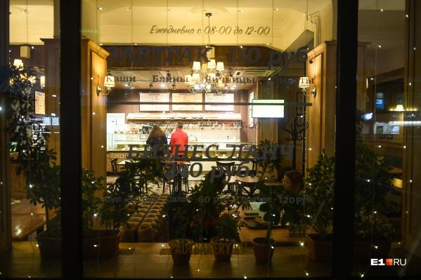 Внутренние помещения кафе и ресторанов начнут работать с 18 августа