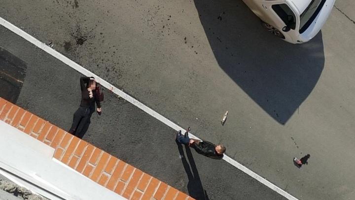 Под окнами многоэтажки в Восточном округе нашли тело молодой тюменки
