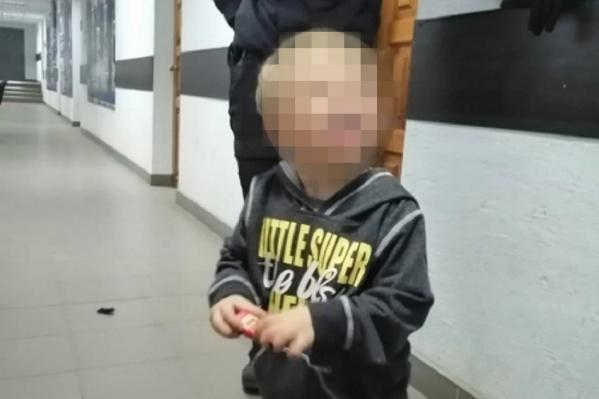 Трёхлетнего малыша поместили в социальный центр