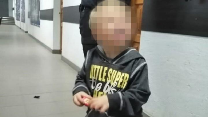 «Попросила присмотреть за ребёнком»: в Волгограде ищут бросившую сына мать