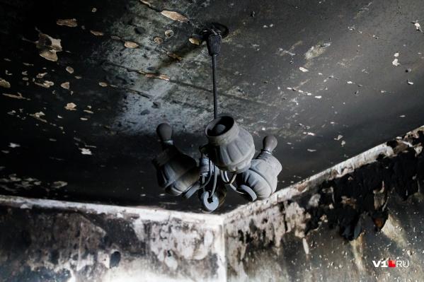 Следователи уверены, что дом сгорел из-за замыкания в электросчетчике