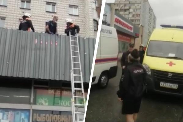 Девочка упала из окна на крышу магазина