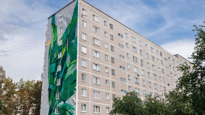 В Екатеринбурге появился ангел-хранитель флоры высотой с девятиэтажку