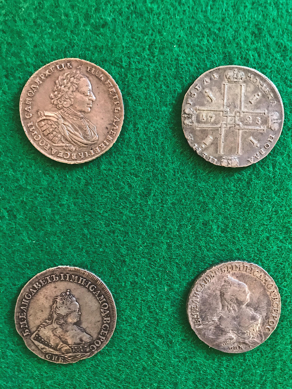 Обычный преподаватель, нумизмат и коллекционер Юрий Терешин 30 лет собирал царские серебряные монеты и набрал 468 штук, покупая их по одной за свои деньги, а в 1987 году подарил их музею. Сейчас эта коллекция&nbsp;монет эпохи Петра I считается редчайшим собранием, где одна монета может оцениваться в полмиллиона рублей<br>