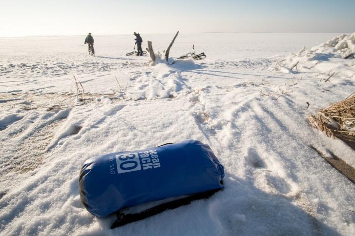 Сибиряки взяли с собой дополнительный комплект одежды на случай, если кто-то из них окажется в воде