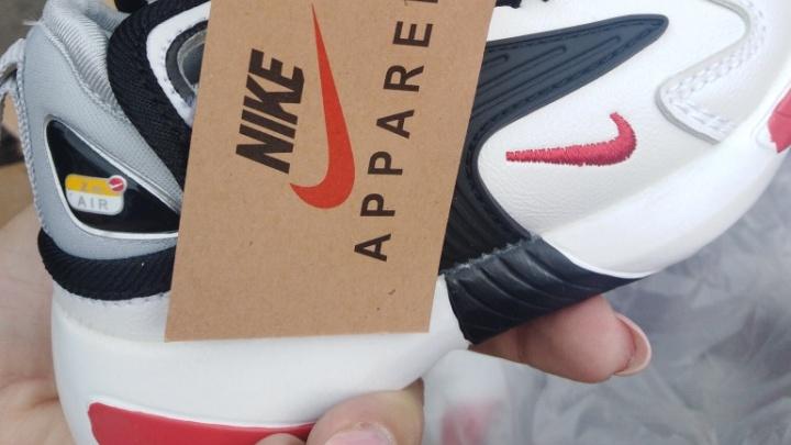 В Самарскую область ввезли пять фур с фальшивой одеждой Nike и Adidas