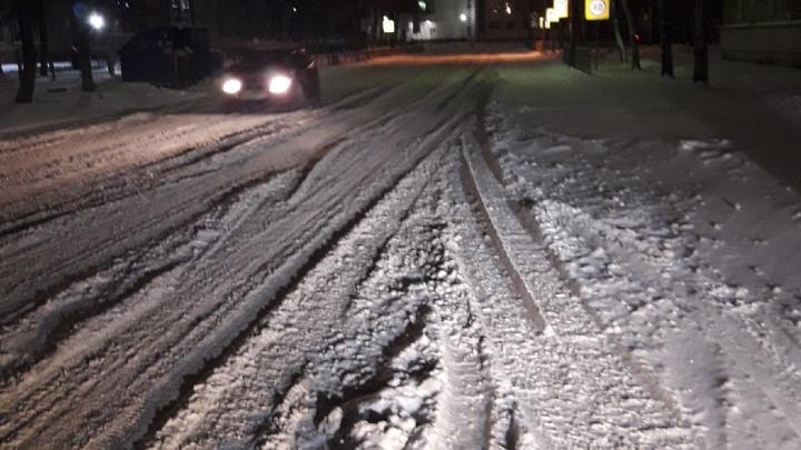 Ярославцы завалили мэрию жалобами на нечищенные дороги: смотрим, как убирают город