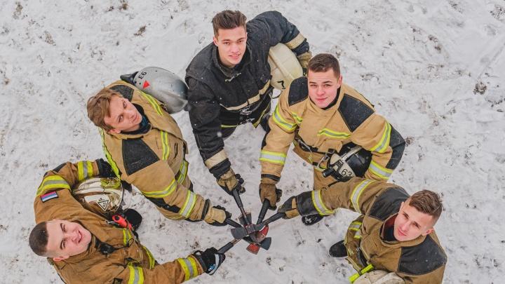 «Спасать, помогать— согласился сразу и пошел». Большой фотопроект 59.RU и МЧС о прикамских пожарных