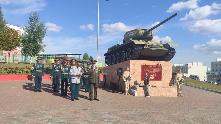 У легендарного «Т-З4»: в Самаре отметили День танкиста