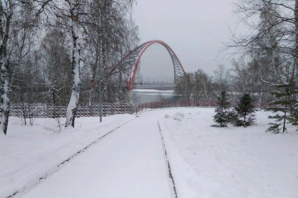 """Расстояние от Октябрьского до Бугринского моста составляет около <nobr class=""""_"""">3 километров</nobr>"""