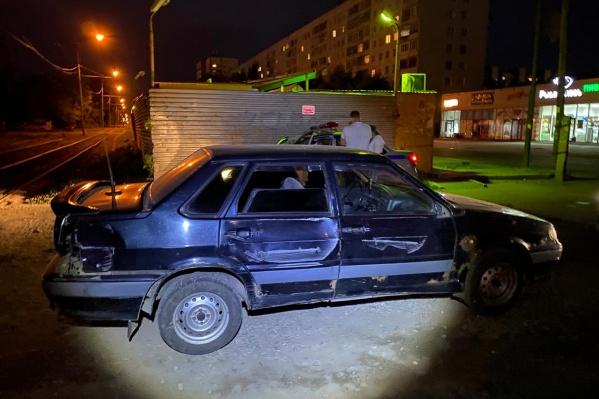 Автомобиль привлек внимание инспекторов, потому что на нем были повреждения