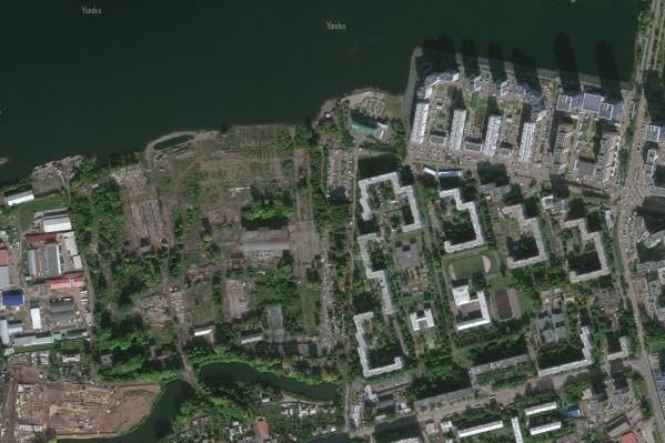 Промзона находится внутри микрорайона Пашенного, рядом с «Белыми росами»