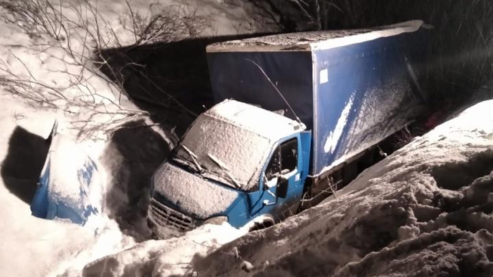 В Башкирии грузовик улетел в кювет на «Тёщином языке»