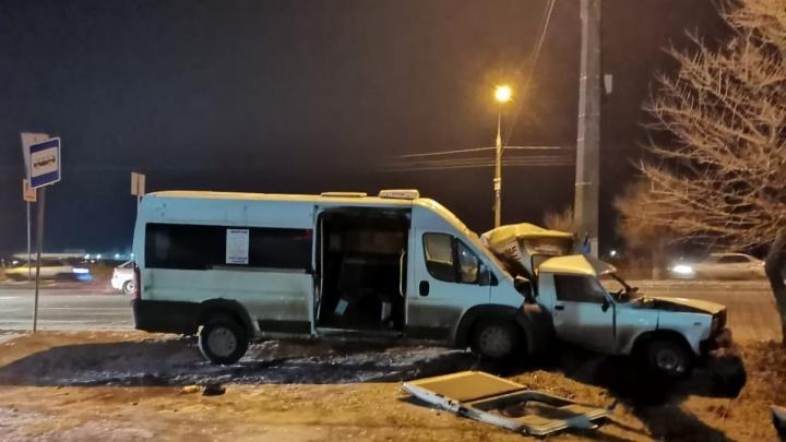 Маршрутка с пассажирами попала в ДТП в Волгограде. Есть пострадавшие