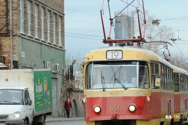 Трамвайное движение остановили из-за найденного рюкзака