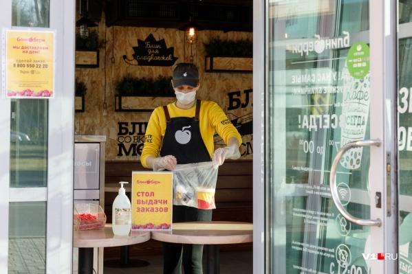 В пяти городах Кузбасса кафе и рестораны могут работать только на доставку, навынос или на летних верандах