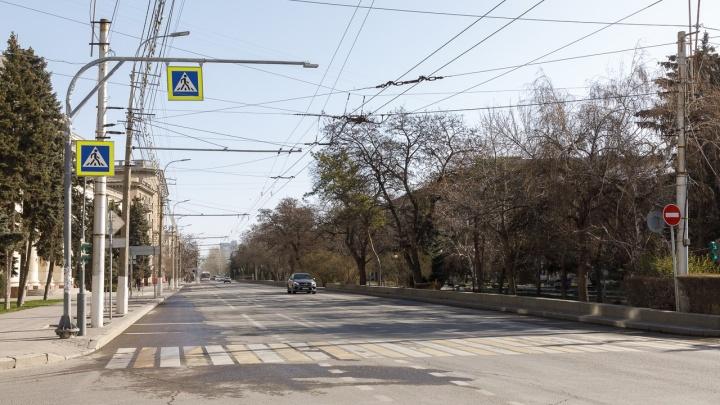 «Говорить о пустыне было бы преувеличением»: волгоградский блогер показал изолированный город