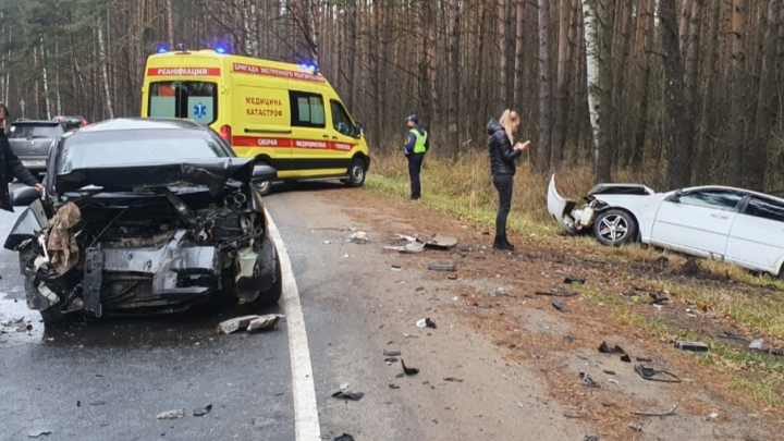 Жесткое ДТП в Ярославле: водителей увезли в больницу. Видео