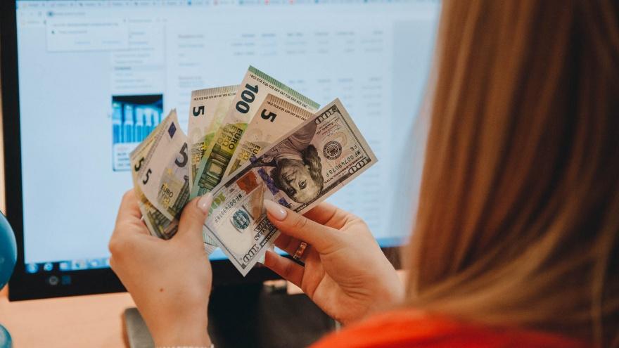 Покупать, продавать или лучше не трогать? Тюменский финансист о том, как реагировать на курс доллара