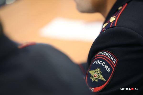 """Полицейского заподозрили во взятке в <nobr class=""""_"""">1,5 млн</nobr> рублей"""