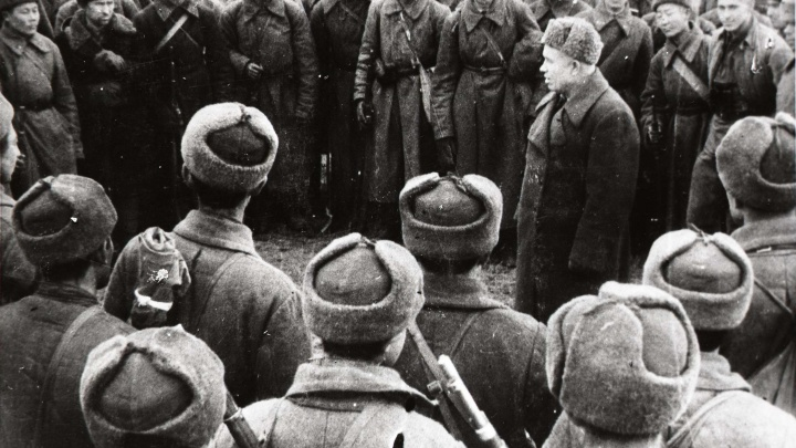 Фронтовой инстаграм. Хладнокровный командир полка сменил оружие на фотоаппарат