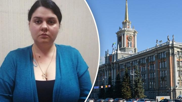 Екатеринбурженку, которая четыре года притворялась чиновницей мэрии и брала взятки, начнут судить