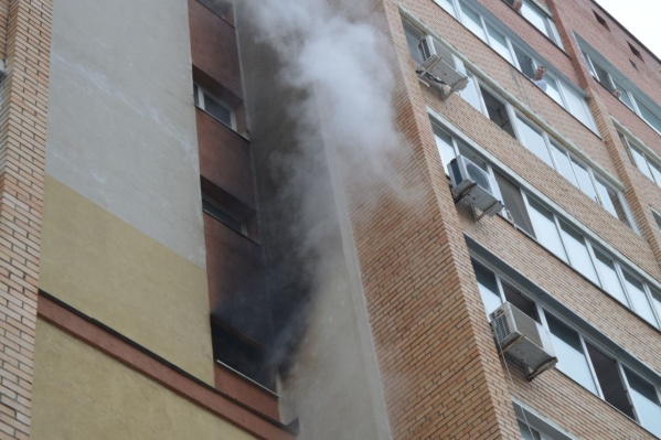 Очаг пожара находился в квартире на четвертом этаже