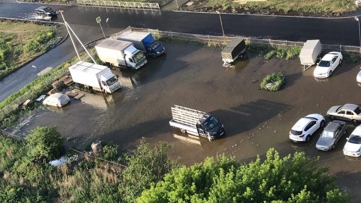 В Компрессорном целую улицу залило водой из-за аварии