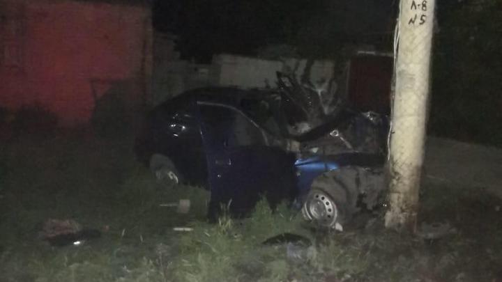 В Шахтах водитель без прав врезался в столб. Пассажир погиб