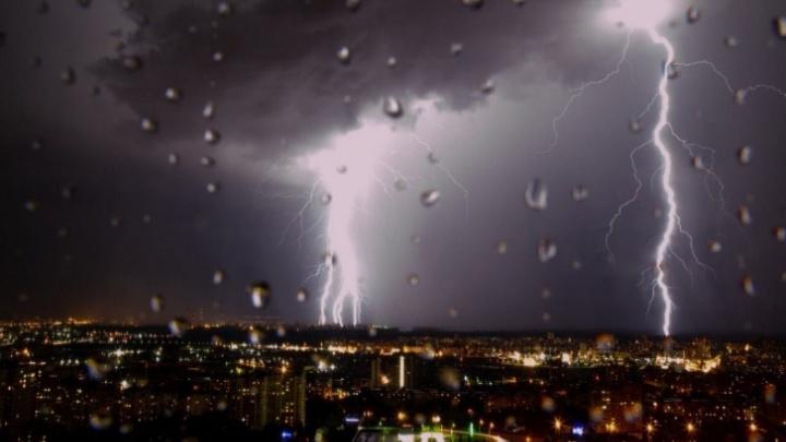 Уфимка станцевала под дождем. Страстное исполнение очевидцы записали на видео